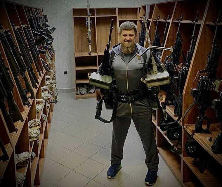 Кадыров ответил на санкции США фотографией с оружием. «Мы принимаем бой». ФОТО