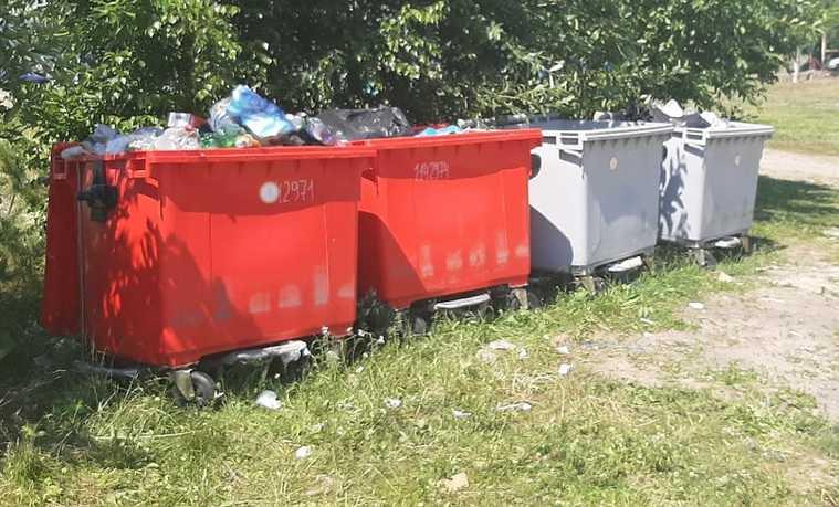 Толпы туристов завалили мусором челябинские озера. ФОТО