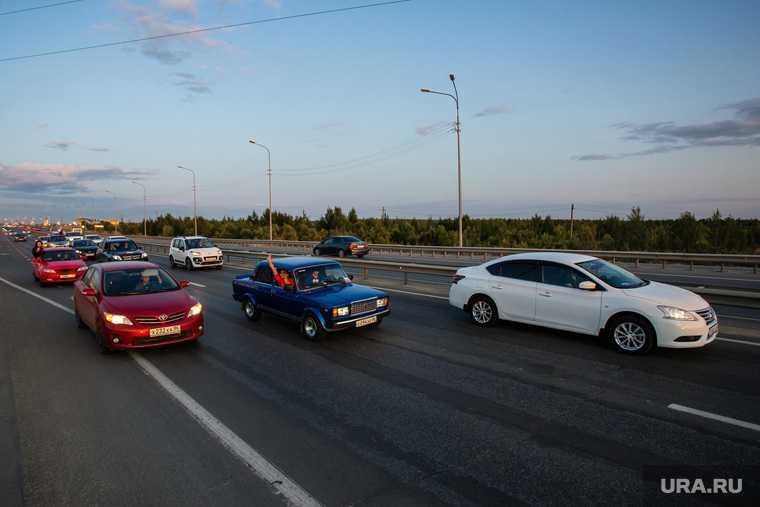 Торжественный митинг и автопробег в честь празднования дня Флага России. Сургут