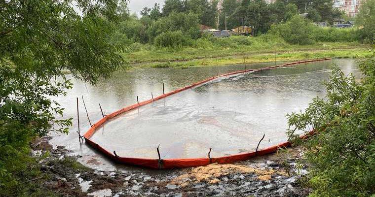 Разлив нефтепродуктов река Сайма Сургут