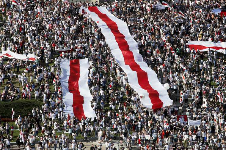 военная техника митинг в Белоруссии
