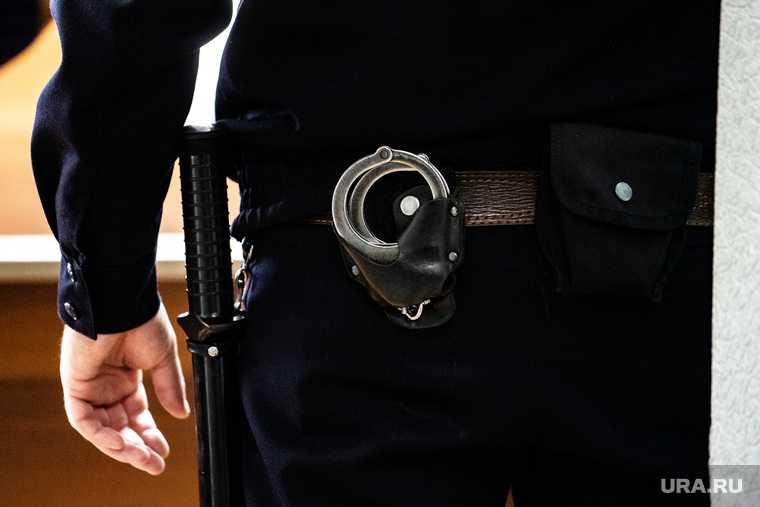 Госдума разрешила полиции проникать в квартиры и вскрывать машины