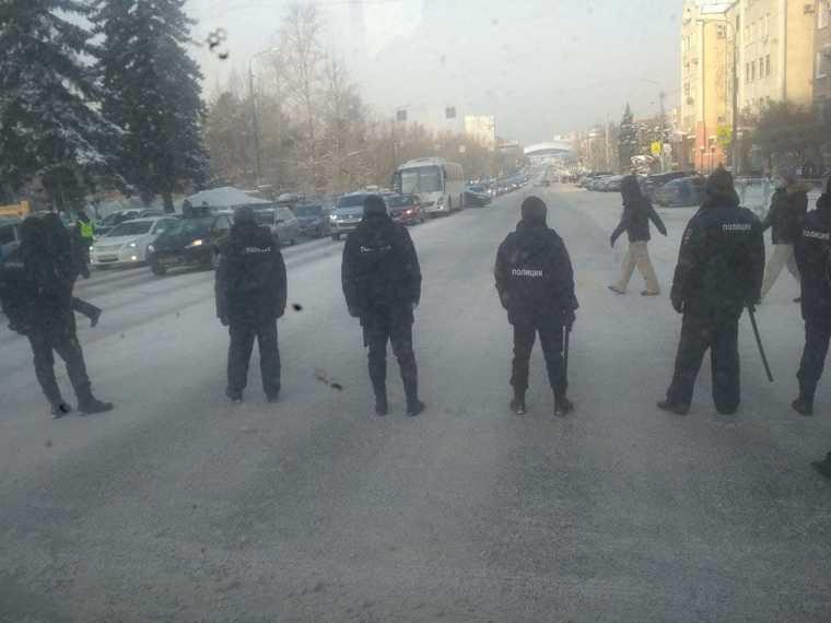 В регионах УрФО начались задержания на митингах за Навального. Фото