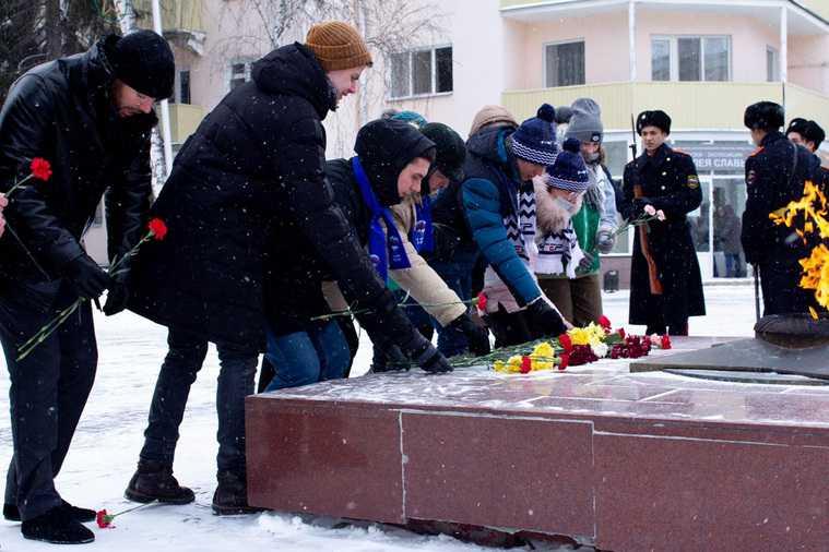 Десятки тысяч россиян вышли на патриотическую акцию в регионах